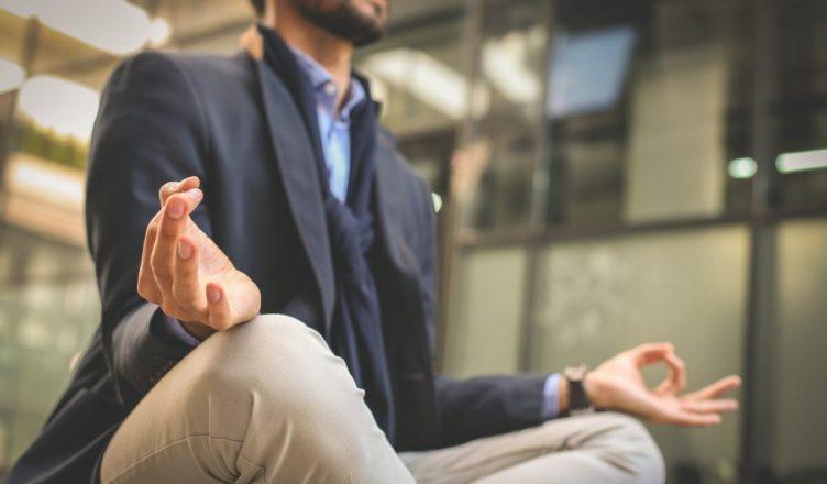 Executivo praticando Mindfulness