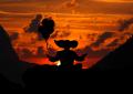 McMindfulness - Palhaço meditando ao por do sol.